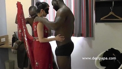 Indian Bhabhi Screwed Group Sex Unconnected with Big Black Cock - DesiPapa.com