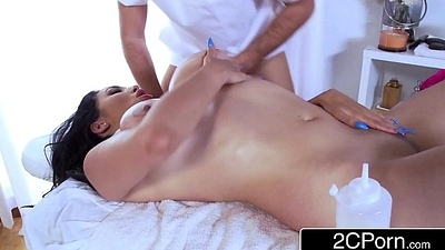 Cock-Hungry Latina MILF Missy Martinez Receives Impound Attaining Massage